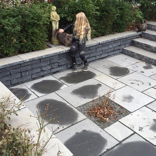 Black limestone haveanlæg støttemur med topsten