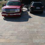 Sandstone Mahogni på bred parkeringsplads