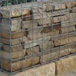 tykke brudfliser i gabion som fyld sten, natursten, sandsten