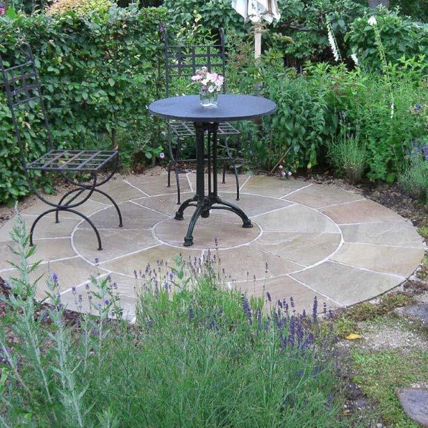 cirkel terrasse sandstone natursten. Black Bedroom Furniture Sets. Home Design Ideas