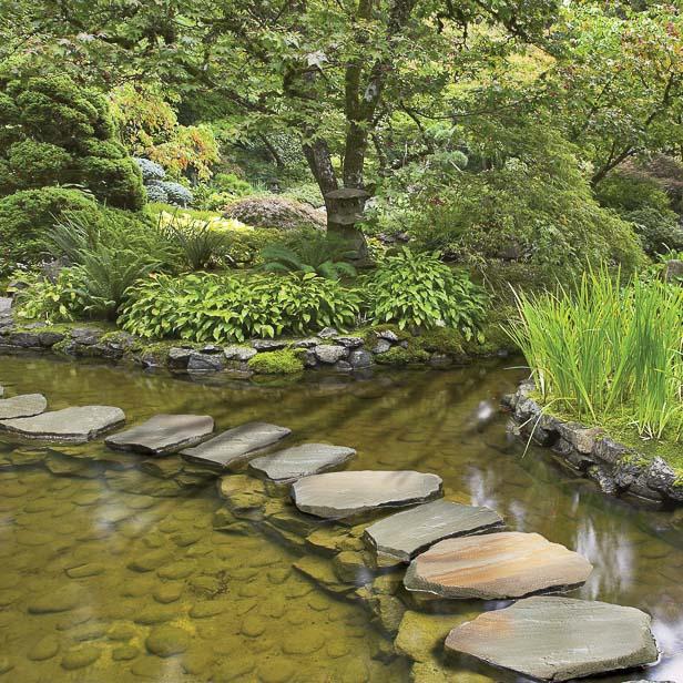 trædesten gennem vandløb natursten sandsten