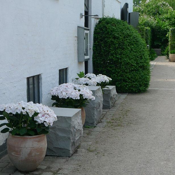 natursten sandsten Sandstone udstilling Sjælland kuber i indkørsel